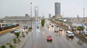 الحصيني: الرياض تشهد حالة جوية تاريخية.. أمطار تصل لحد السيول