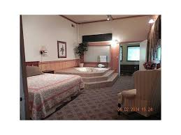 Treetop Retreat 2nd floor suite Q bed, full kitchen. Painter's Panorama Q  bed Suite w/kitchenette. Whippoorwill Cottage used as Office.