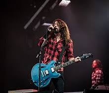 Originally a solo project by him to overcome the grief foo fighters have since achieved mainstream critical and commercial success, with nine studio albums (two of which reached #1 on the billboard. Dave Grohl Wikipedia
