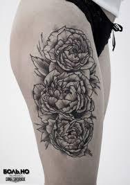 татуировка на бедре у девушки цветы фото рисунки эскизы