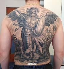 фото татуировки архангел михаил в стиле черно белые татуировки на