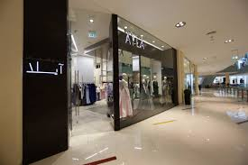 Designer Stores In Dubai The Dubai Mall Shopping Dining What To Do In Dubai