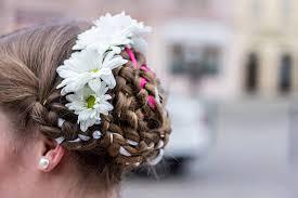 čepení Nevěsty Na Plzeňsku Něžná Krása Pod Rozmarýnovým Věnečkem