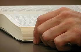 Risultati immagini per immagini libro bibbia aperto