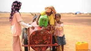 تقع جمهورية مالي شمال غرب القارة الإفريقية، تحدّها دولة الجزائر من الشمال الشرقي، والنيجر من الشرق، أمّا بوركينا فاسو، وغينيا، وساحل العاج فجميعها تحدّها من الجهة الجنوبية، في حين أنّ موريتانيا، والسنغال. جمهورية مالي في براثن القاعدة الطريق إلى دولة فاشلة سياسة واقتصاد تحليلات معمقة بمنظور أوسع من Dw Dw 19 09 2012