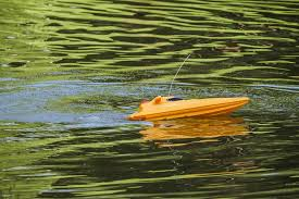 best remote control boat for beginners
