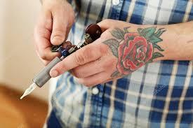 Ruka Tattoo Umělce Tetování Stroj Záběr Stock Fotografie