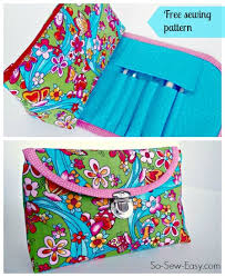 free pattern and video tutorial to make this cute cosmetics bag with brush roll attached