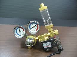 Typical co2 regulator and bubble counter