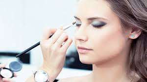 how to apply eyeshadow primer