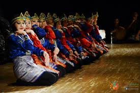 Pola lantai tari saman indonesia adalah negara dengan beragam kebudayaan mulai dari suku adat istiadat pakaian hingga tari tradisional. Pola Lantai Pada Tari Saman Hanya Berbentuk Seputar Bentuk