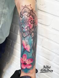 тату цветы и орнамент на руке