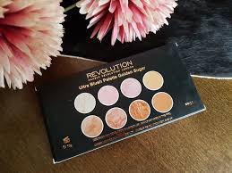this blush palette es in well known sy black plastic packaging with a huge mirror having in mind that this palette retails in rossmann for only 8