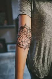 Tatuaggio Mandala Idea Disegno Per Il Braccio Di Una Donna