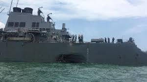 Hasil gambar untuk foto tabrakan kapal tanker dengan kapal perang AS