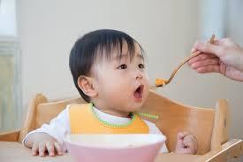 Cho trẻ ăn dặm muộn và những hệ quả khó lường