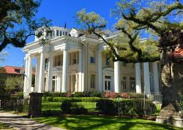 private garden district walking tour highlights
