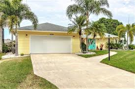 double car garage single family home at 5039 ackley ter port charlotte