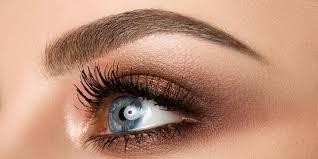 Krásná Hned Po Probuzení Permanentní Make Up Obočí Vláskováním