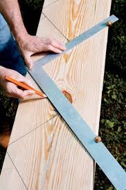 Solch eine treppe kann aus fertigteilen zusammengesetzt oder vom heimwerker selbst. Gartentreppe Aus Holz Selber Bauen Anleitung Treppenwangen Bleistift Holzbrett Markieren Holztreppe Selber Bauen Gartentreppe Selber Bauen Anleitung