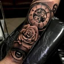 тату на руке часы с розой тату