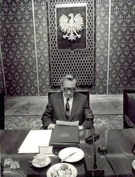 round table movement the first non communist prime minister of passed away today table movement in round table movement