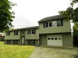 New Listing  Great Split Level Home in a Lovely NeighboGreat Split Level Home in a Lovely Neighbo