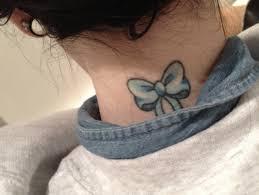 голубой бант на шее фото татуировок