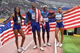 Allyson Felix helps USA win gold ...