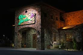 Olive Garden Kitchen Secrets Suit Alleges Restaurants Are Adding Tips Business Insider