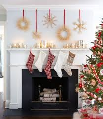 27 Inspiring Christmas Fireplace Mantel Decoration Ideas - DigsDigs