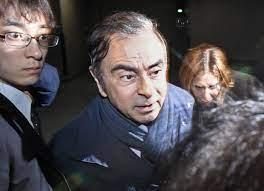 الساعات الأخيرة قبيل هروب كارلوس غصن.. كلّم زوجته لمدة ساعة، وأطفال شاهدوه  في الخروج الأخير من منزله