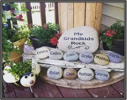 painted pebbles garden decoration ideas