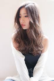 流行髪型のセンターパートロングで大人かわいいをつくる Arine