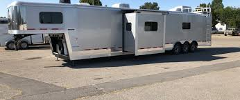 with the strength durability and good looks of logan coach the ultimate trailer is one of the best toy hauler trailers on the market