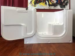 Vasche Da Bagno Con Doccia : Vasca da bagno con sportello e doccia avienix for