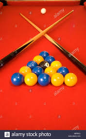 Setting Up A Pool Table A Pool Table In A Pub Set Up And Ready To Play Stock Photo