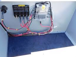 re wiring 17' center console correct wire gauge? page 1 iboats marine fuse block wiring diagram at Boat Wiring Fuse Box