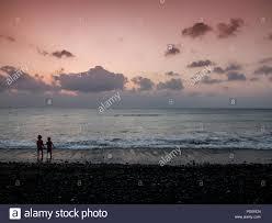 Zwei Kleine Kinder Einen Hut Tragen Den Sonnenuntergang Auf Urlaub