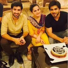 aiman muneeb celebrating birthday of imran abbas on drama set  aiman muneeb celebrating birthday of imran abbas on drama set 1