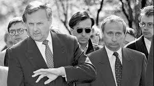 ВЛАДИМИР ПУТИН СБЫВШИЙСЯ ШАНС РОССИИ   что 16 из 20 страниц которыми начинается основная часть кандидатской диссертации Путина представляют собой точное воспроизведение либо близкий к