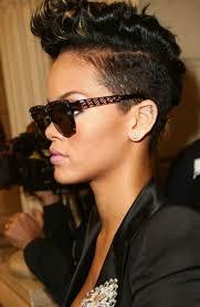 Kort Kapsel Rihanna Foto Geplaatst Door Alittlebiteofmylife Op Welkenl