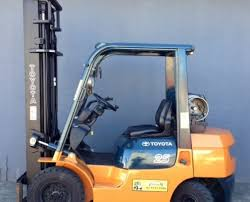 toyota forklift used toyota forklifts for at great prices toyota 2 greyscale 5 tonne lpg 7 series forklift side view 7fg25