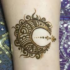 月 持ち込みデザインをアレンジ Achiachimehndi Mehndi Henna