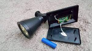 Mẹo thay pin cho đèn năng lượng mặt trời tại nhà