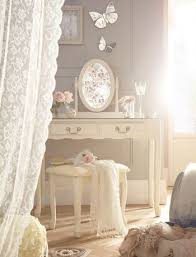 Antique Style Bedroom Ideas
