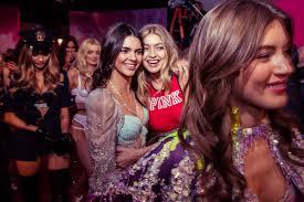 Lima, 10 de octubre 2018actualizado el 10/10/2018 a las 23:55. Kendall Jenner And Gigi Hadid How The New Class Ruled Backstage At The Victoria S Secret Fashion Show Vanity Fair