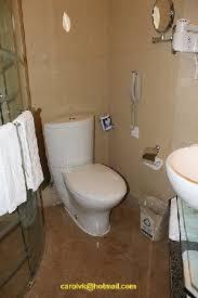 Hotel Nikko New Century Beijing: Baño. WC, Telefono En El Baño Y Otros