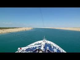 Das wichtigste nadelöhr des welthandels ist durch einen frachter blockiert, der in der nacht auf grund gelaufen ist. Suez Kanal Passage Mit Dem Schiff Durch Die Wuste Youtube