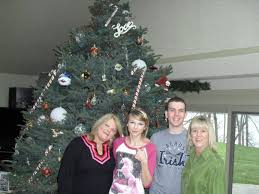 Taylor Swift Rare Photos >> is it just me, or does that tree look like it's  crooked?
